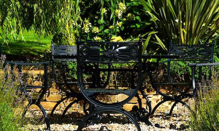 Garden designed by Carolyn Grohmann. Furniture by Oxleys