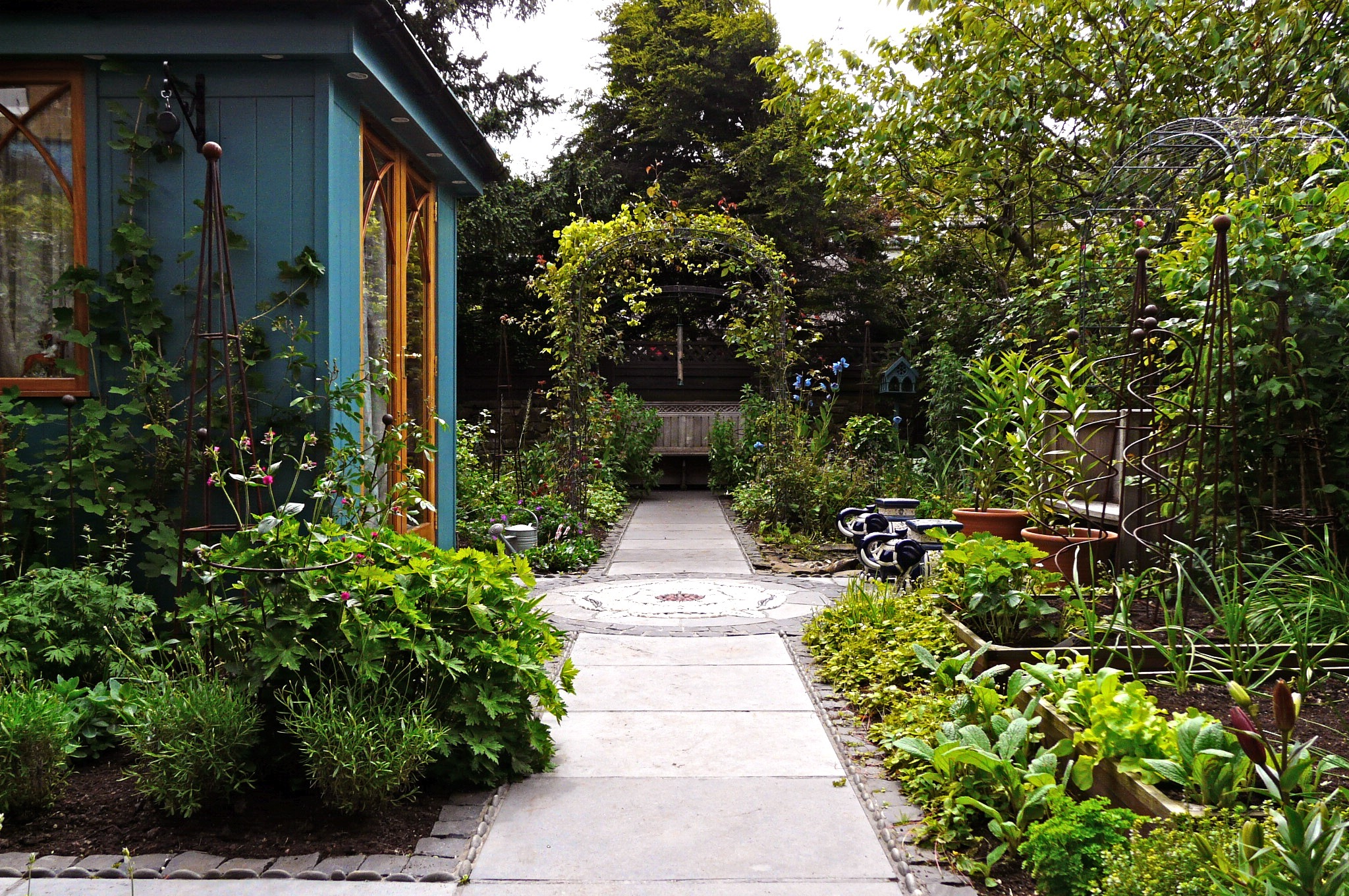 Garden design secret gardens kate atkinson s garden for Secret design